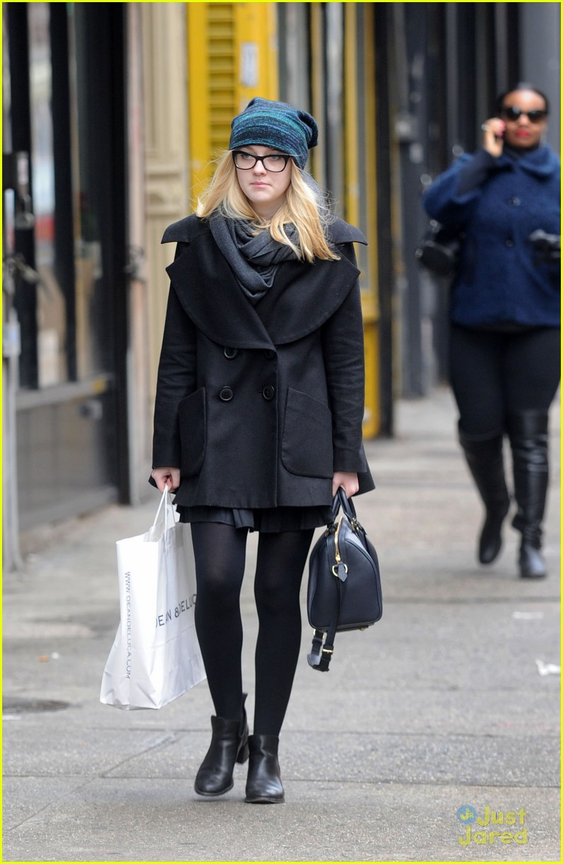 dakota fanning nyc shopper 02