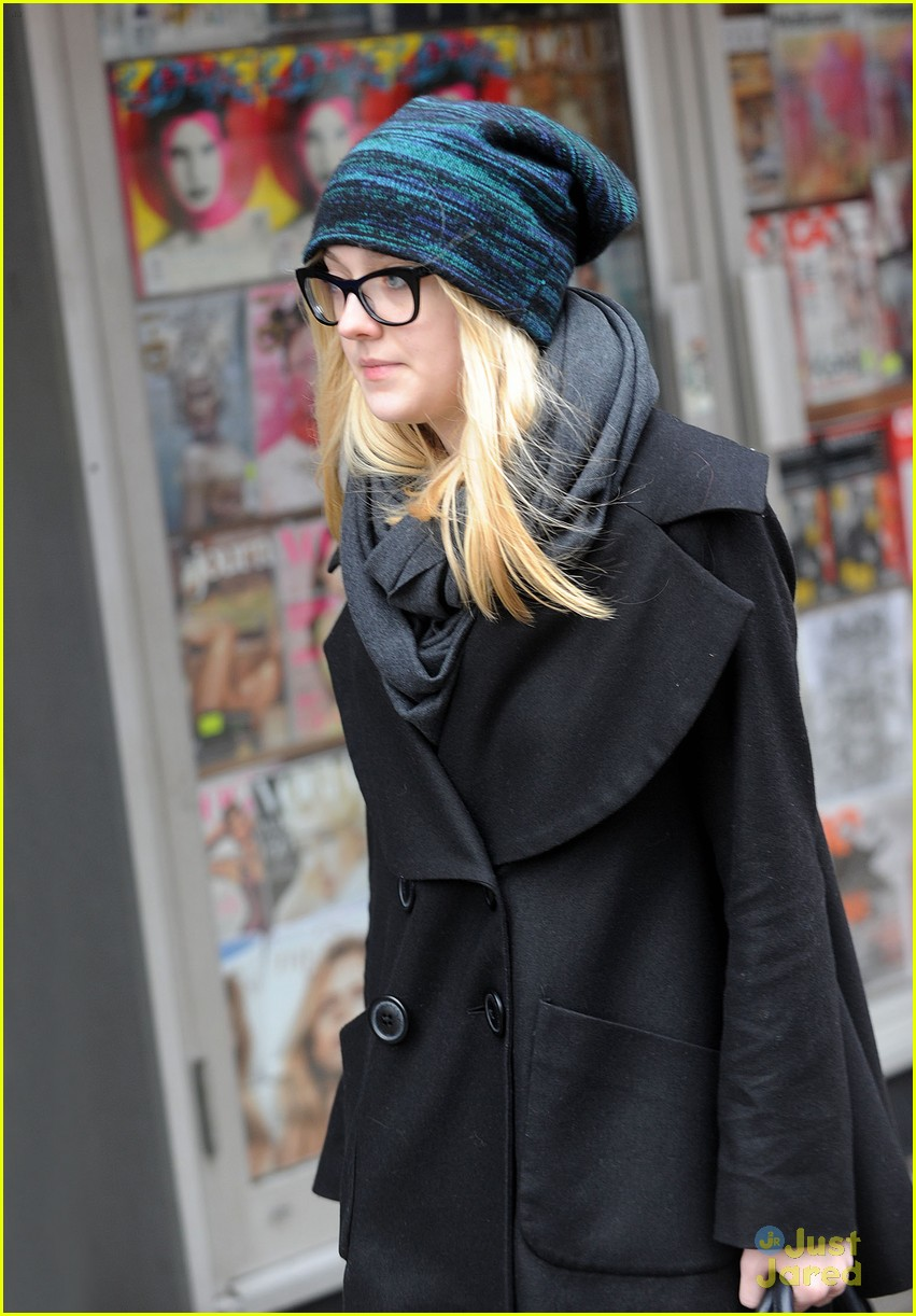 dakota fanning nyc shopper 03