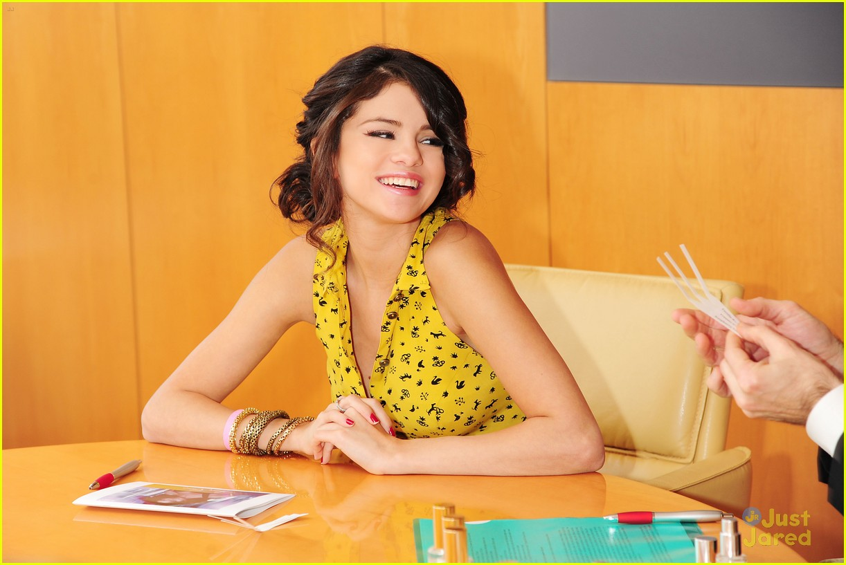 selena gomez fragrance touches 01