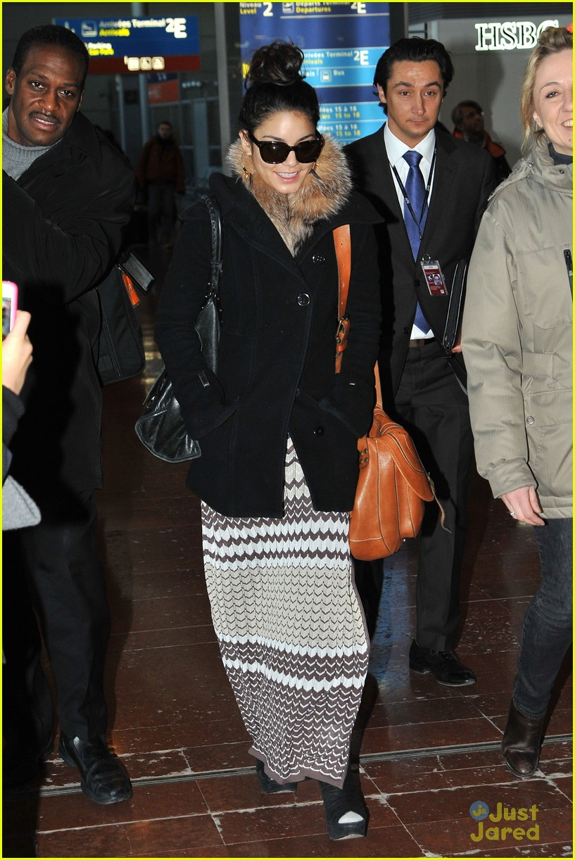 vanessa hudgens paris airport 02