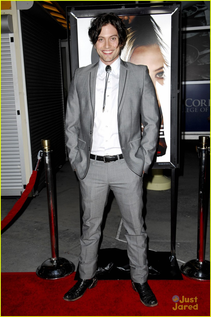 jackson rathbone gone premiere 06