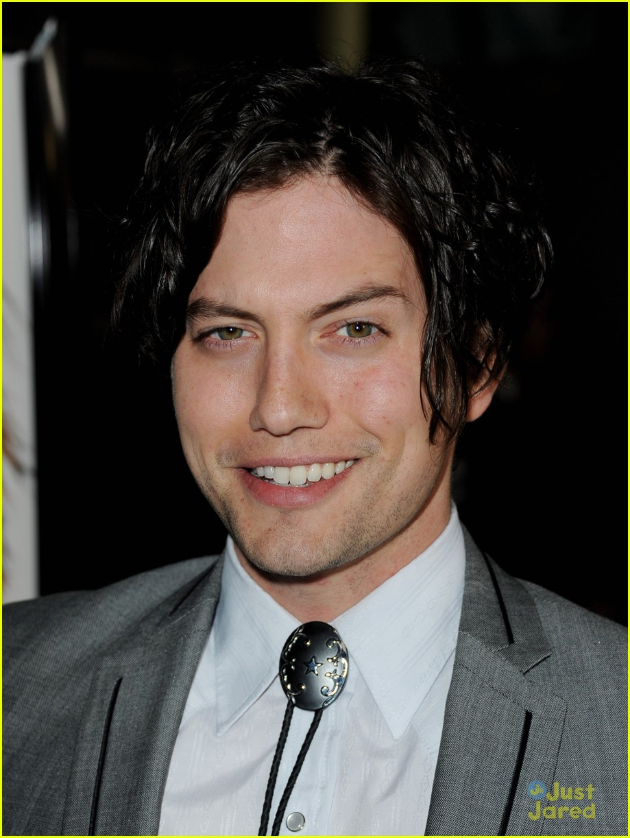 jackson rathbone gone premiere 07