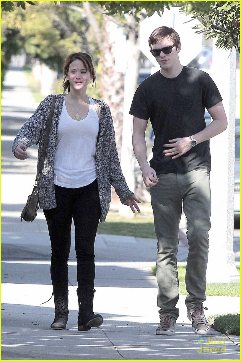 jennifer lawrence nicholas hoult walk 02
