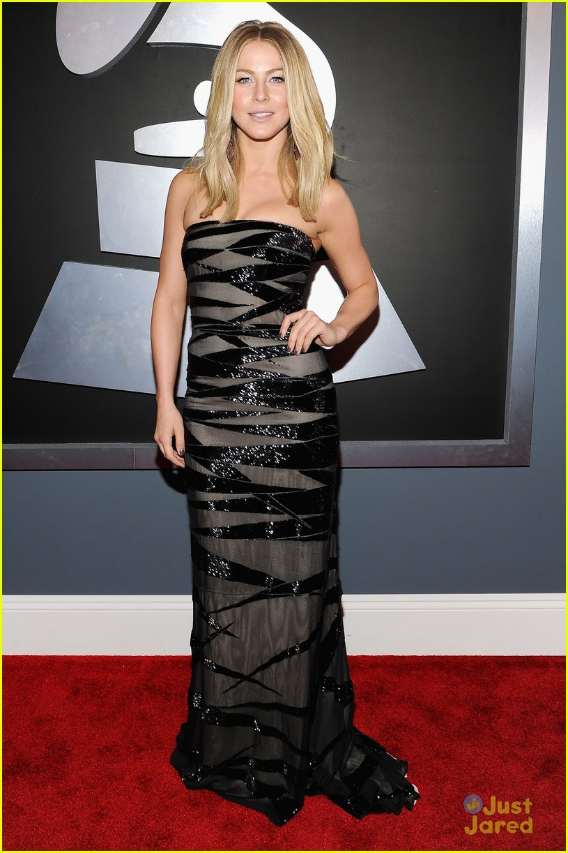 julianne hough 2012 grammys 01