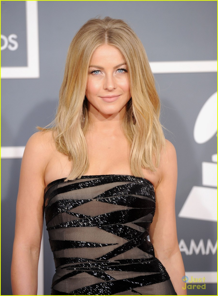 julianne hough 2012 grammys 06