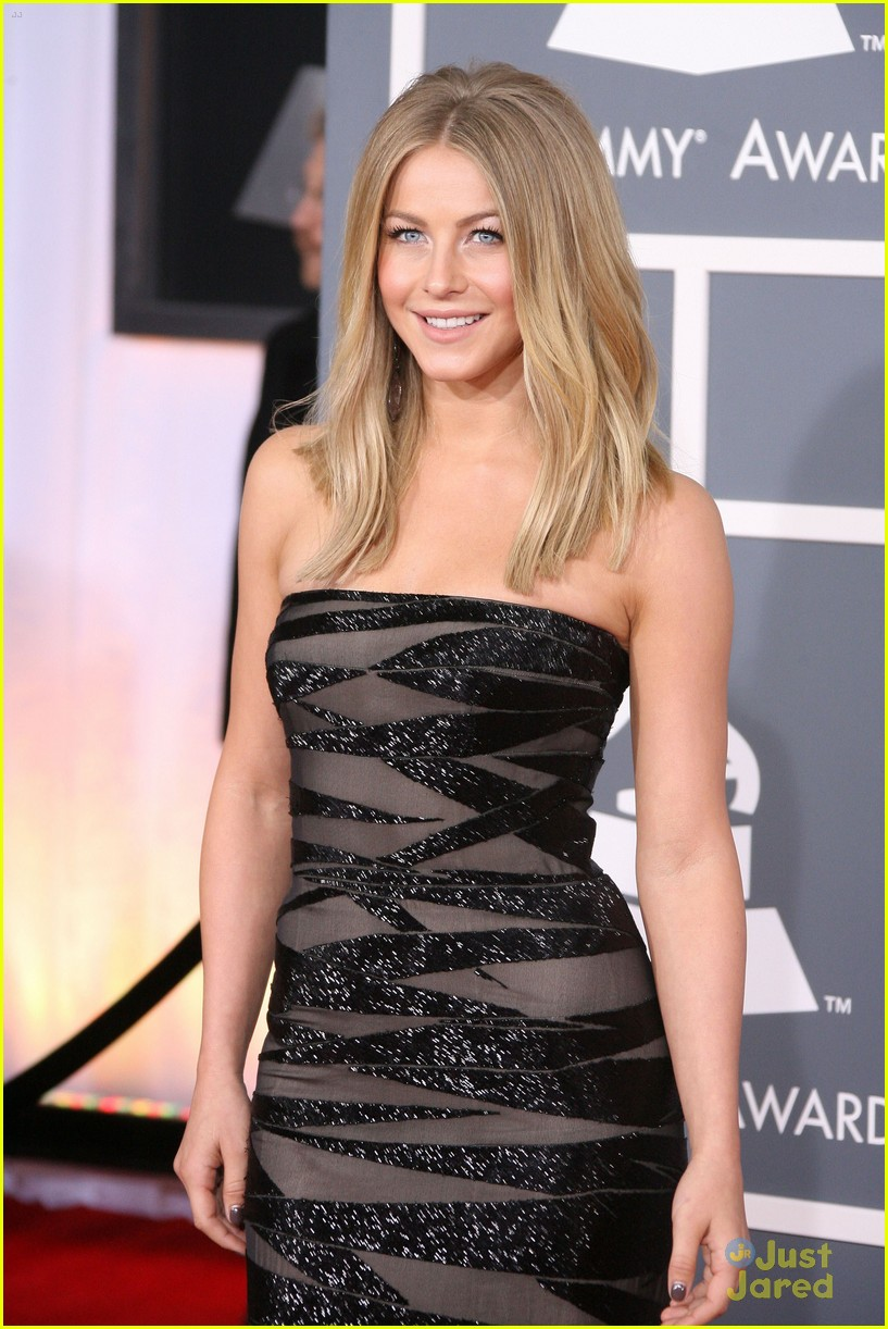 julianne hough 2012 grammys 09