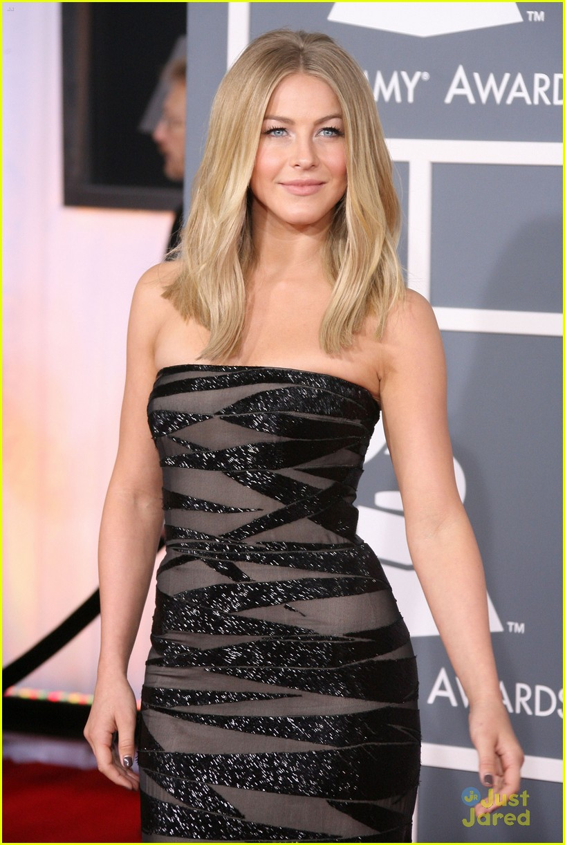 julianne hough 2012 grammys 10