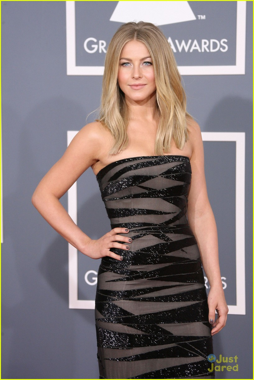 julianne hough 2012 grammys 11