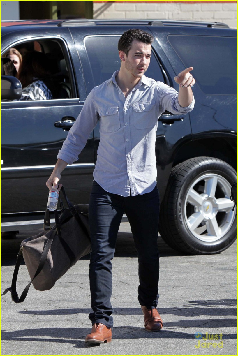 kevin jonas school pickup 03