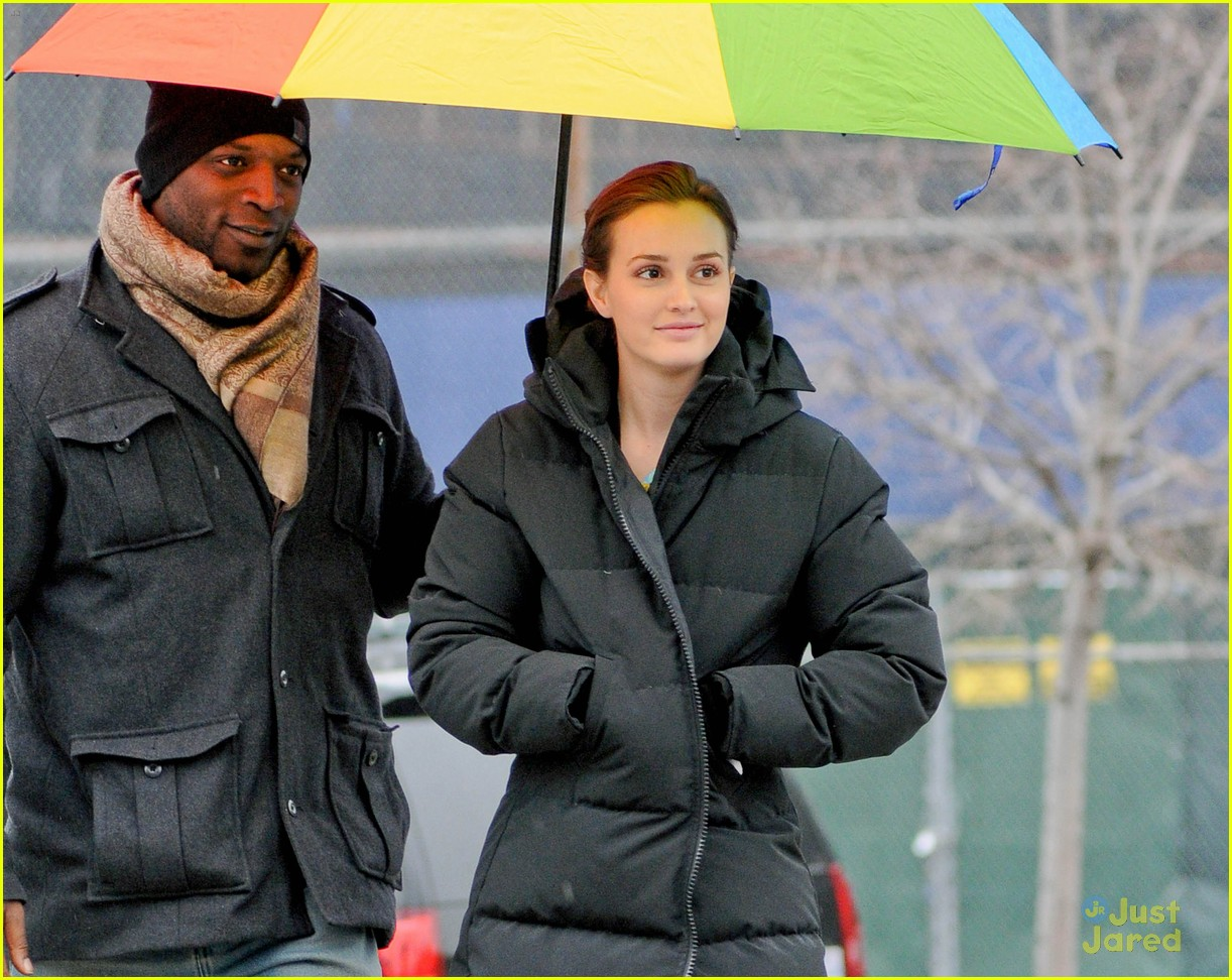 leighton meester rainbow umbrella 02