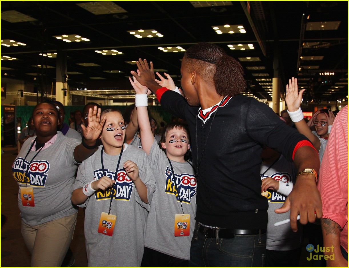 leon thomas kids day superbowl 10