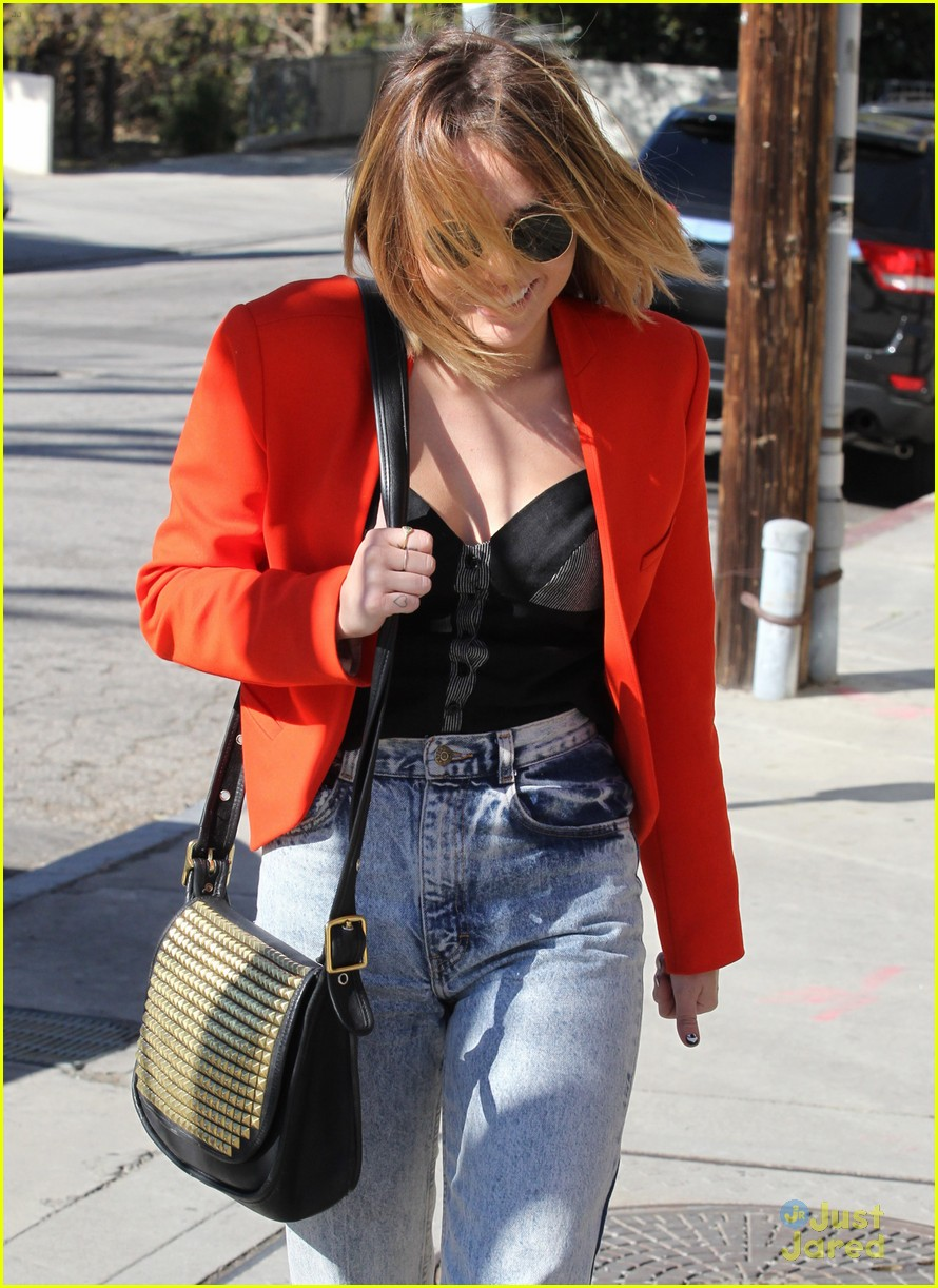 miley cyrus red jacket 04
