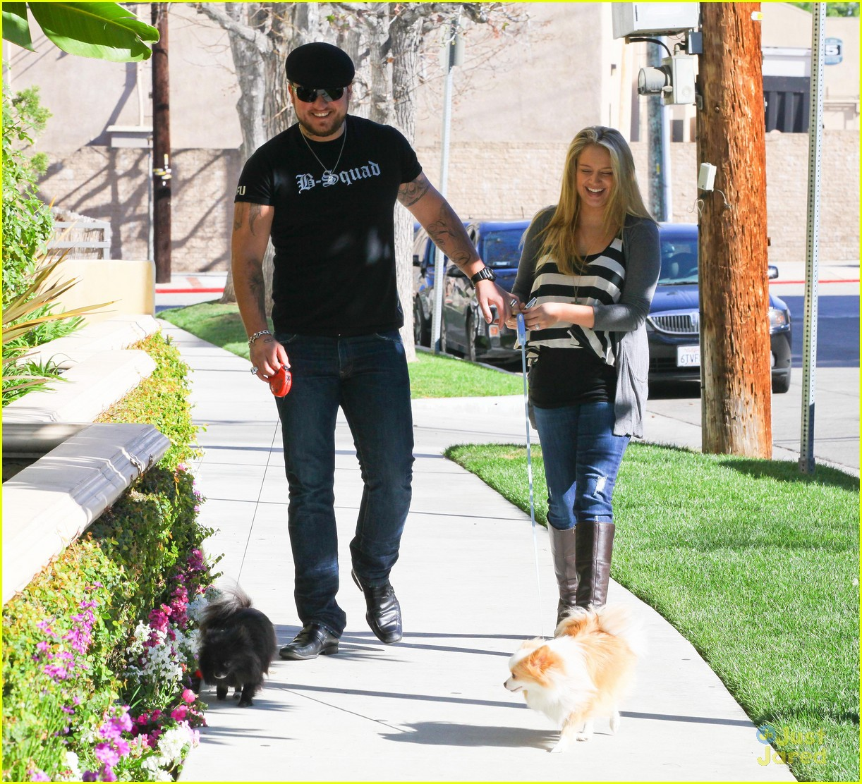 tiffany thornton chris walk dogs 02