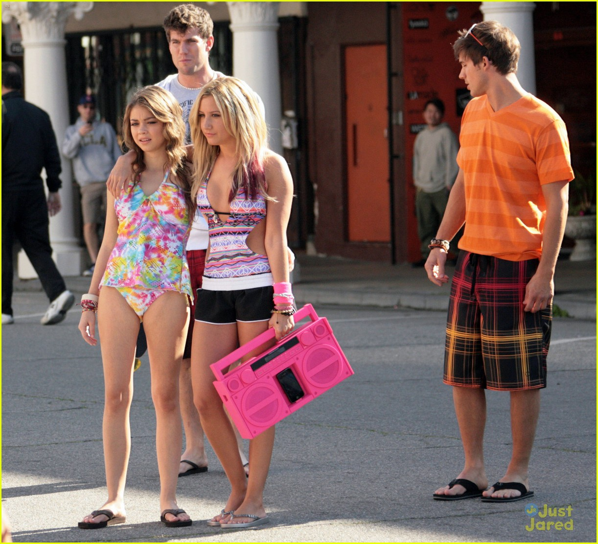 ashley tisdale sarah hyland op shoot 04