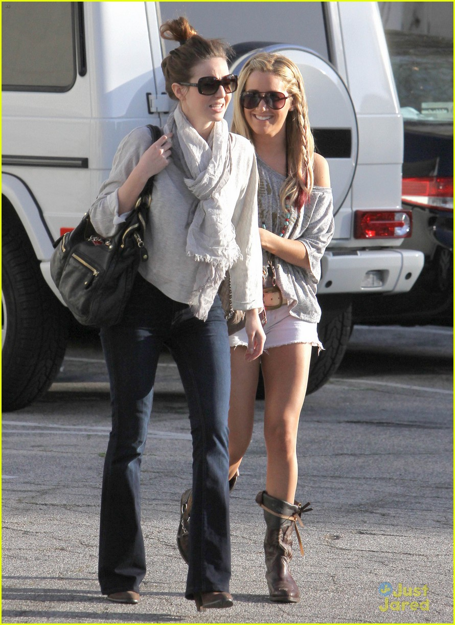 ashley tisdale lunch gal pal 03