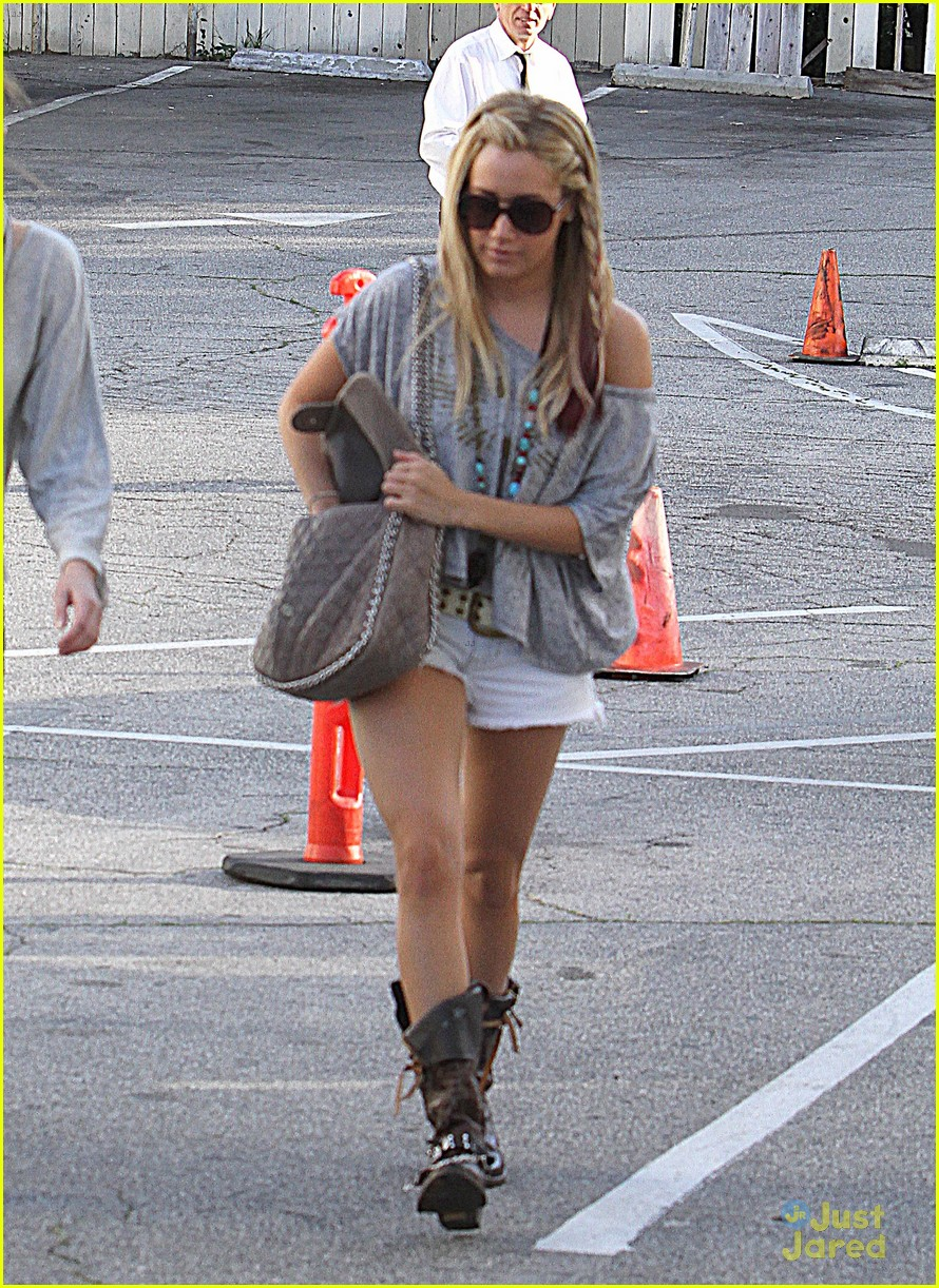 ashley tisdale lunch gal pal 07