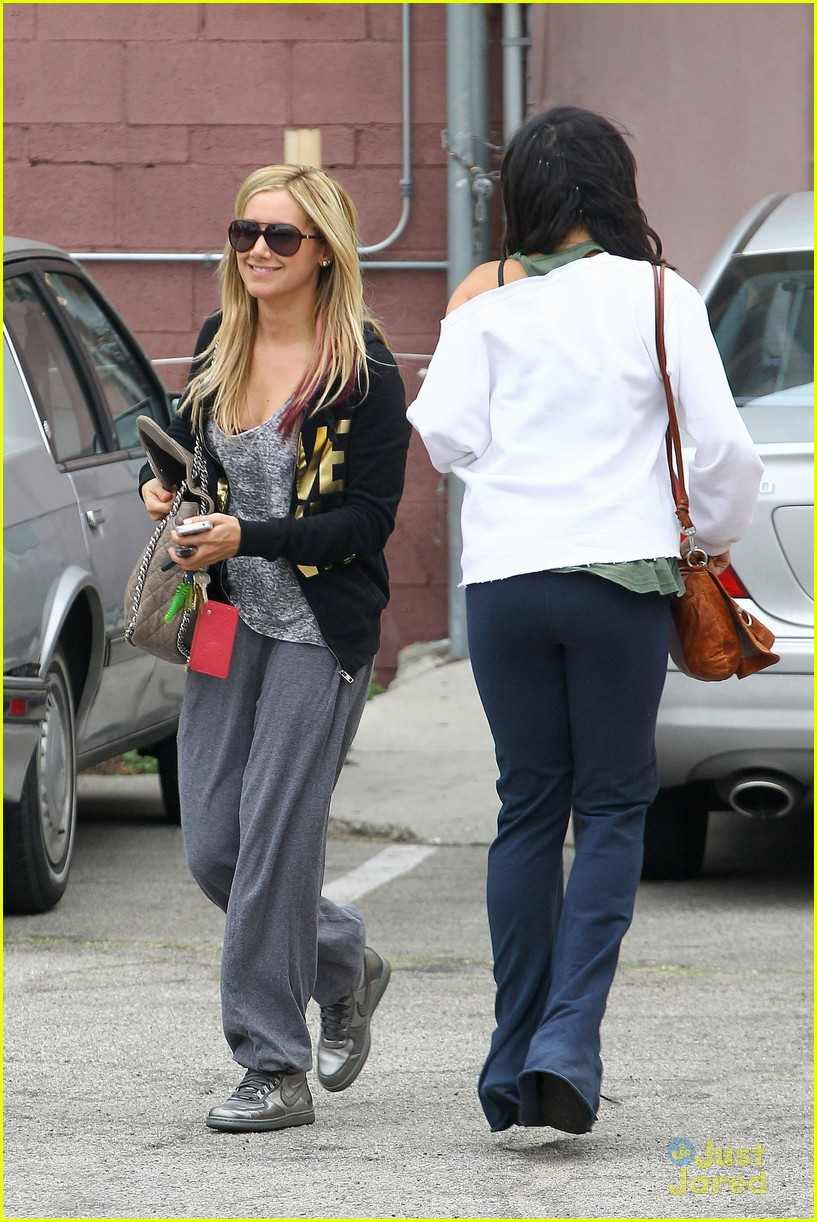 ashley tisdale vanessa hudgens dance studio 01