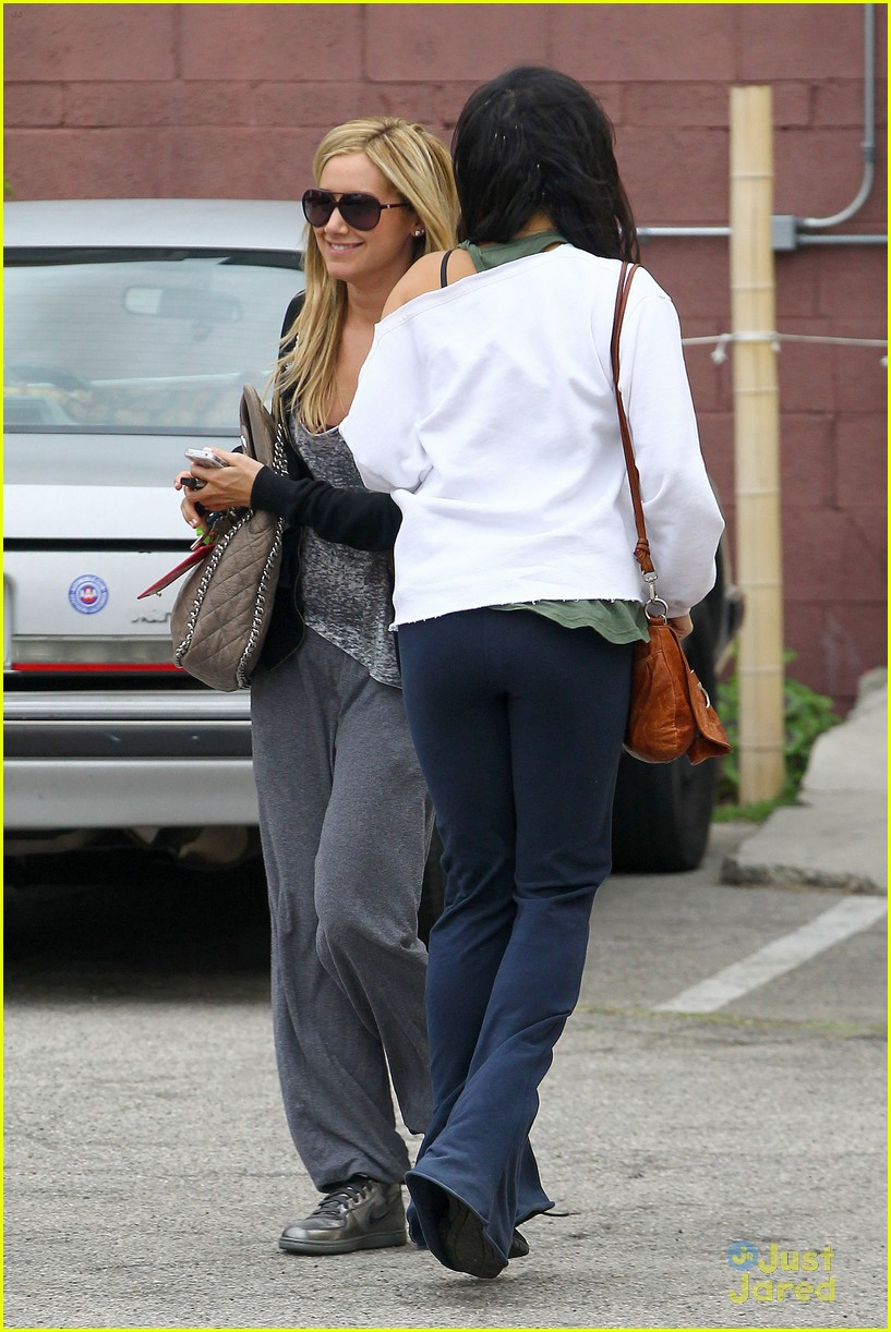 ashley tisdale vanessa hudgens dance studio 03