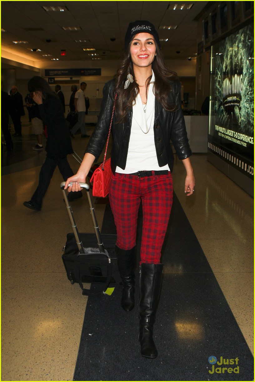 victoria justice red plaid pants 08