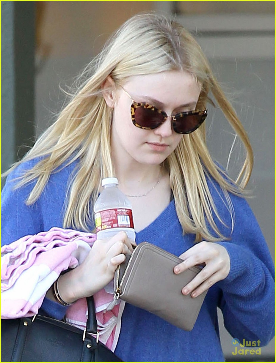 dakota fanning cardio barre 02