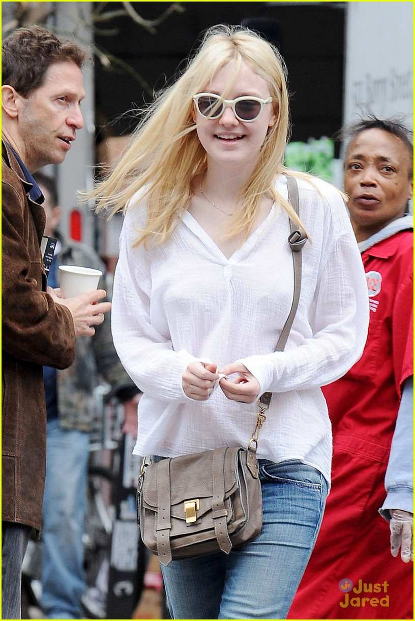 dakota fanning nyc tour guide 02