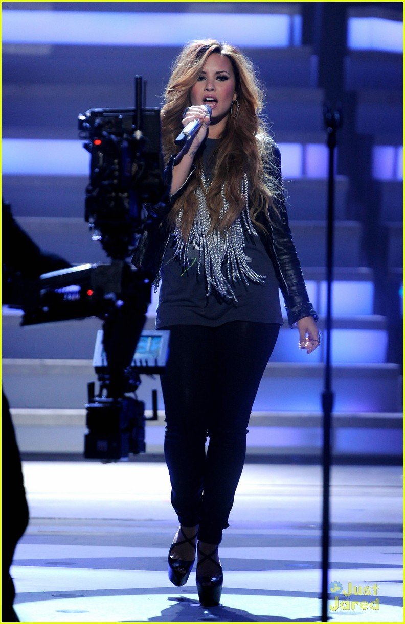demi lovato american idol 02