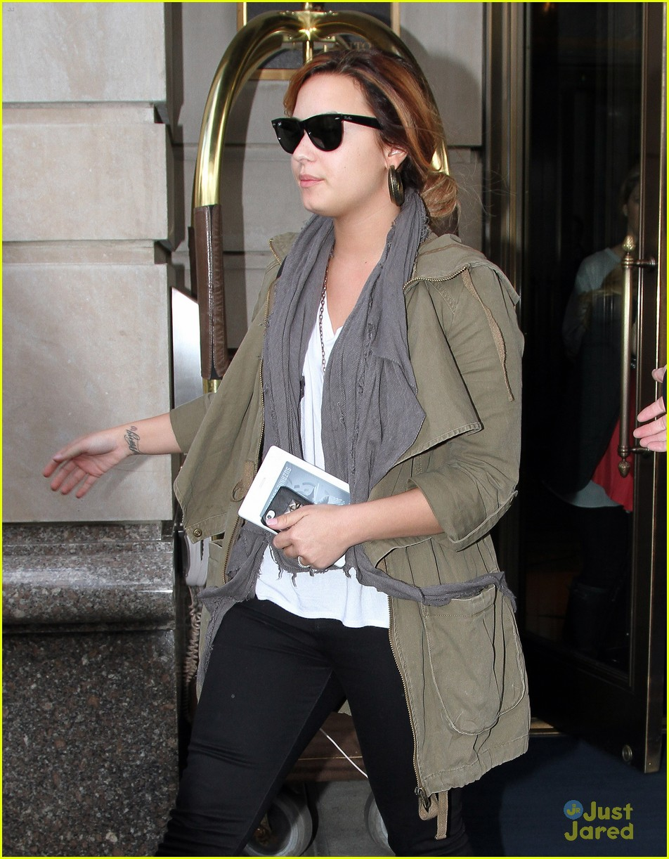 demi lovato mockinjay reader 01
