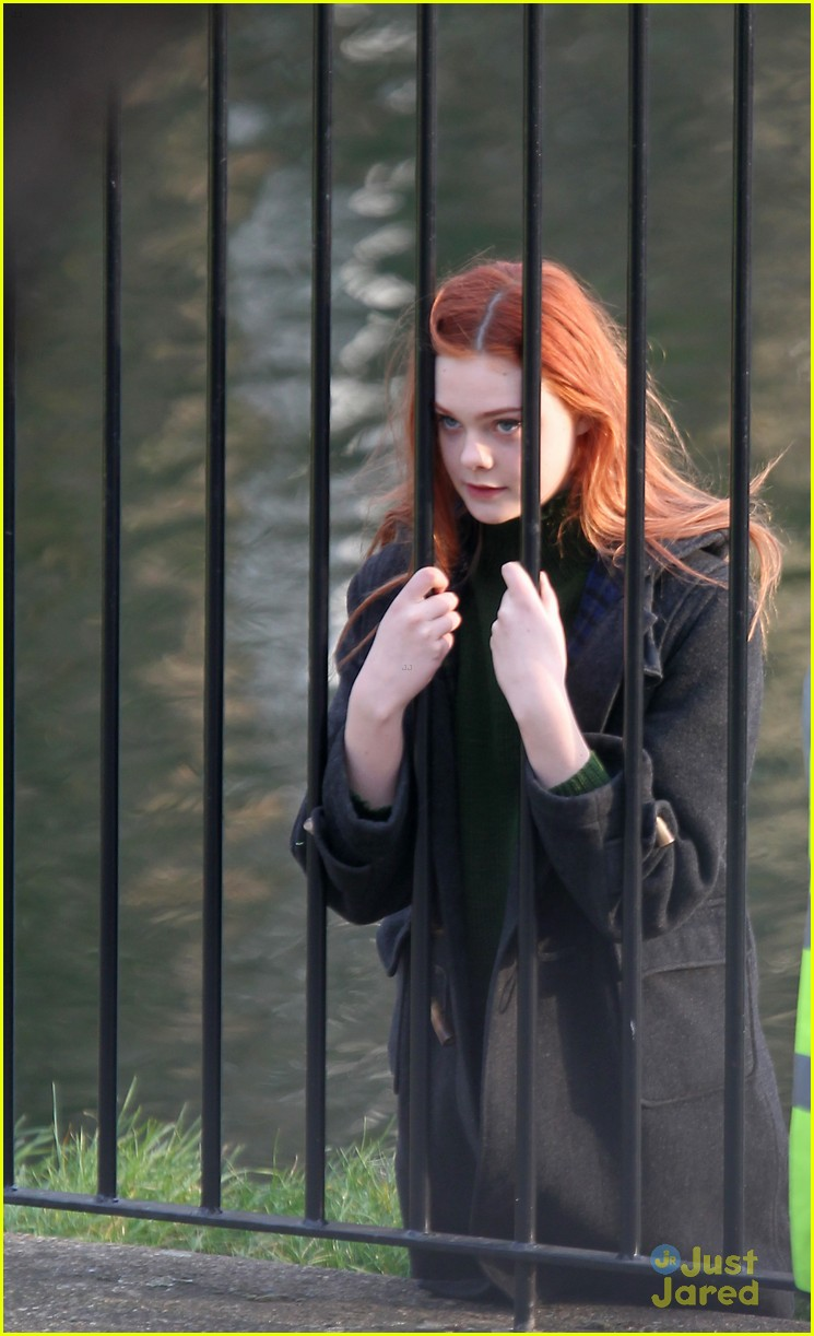 elle fanning red head bomb 03
