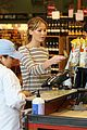 Jennifer-wholefoods jennifer lawrence whole foods 05