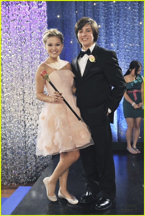 olivia holt leo howard kickin king 02