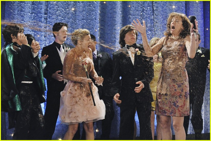 olivia holt leo howard kickin king 03