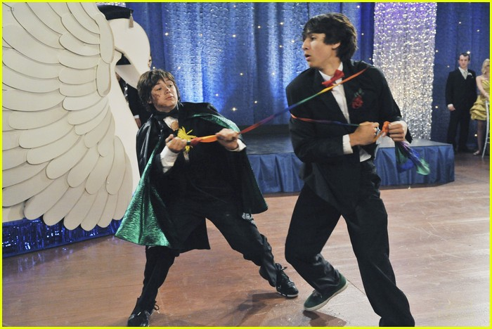 olivia holt leo howard kickin king 04