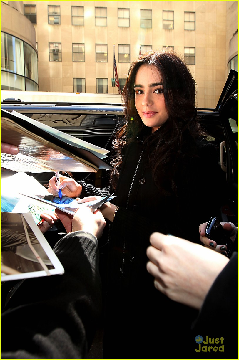 lily collins empire state building 01