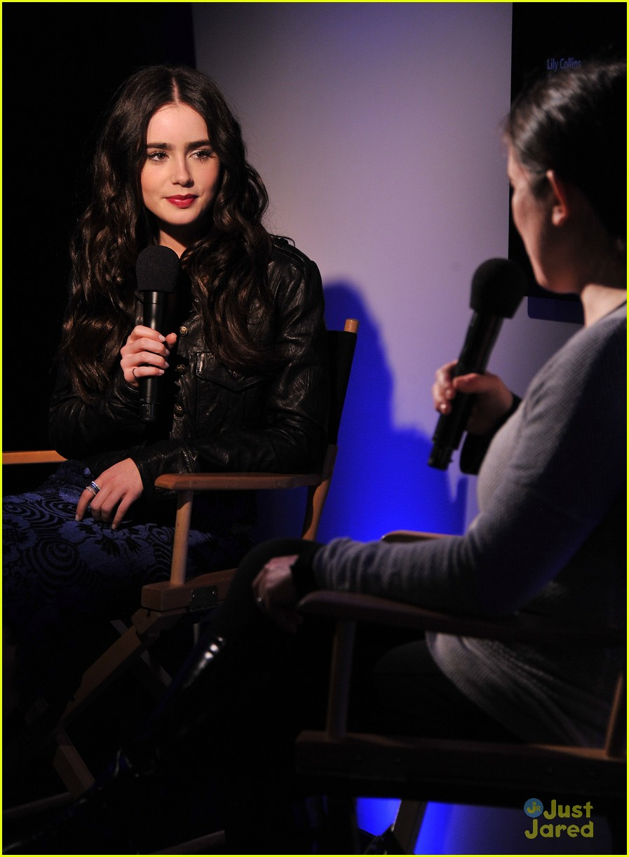 lily collins fallon apple store 09