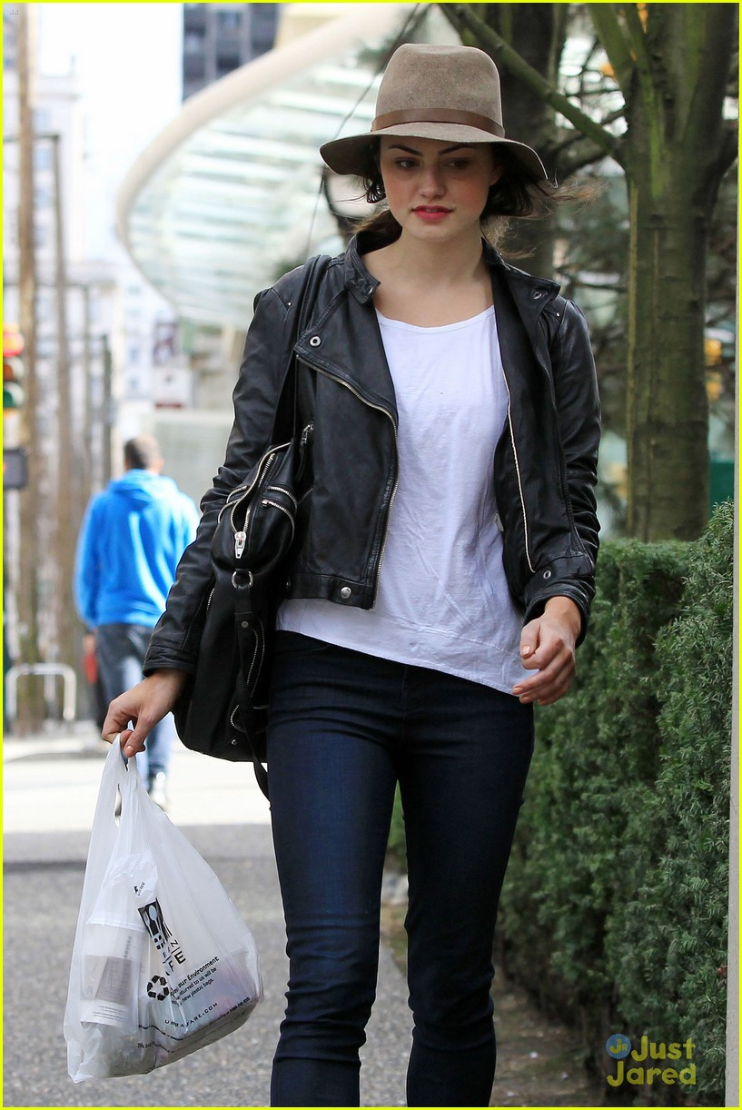 phoebe tonkin urban fare 06