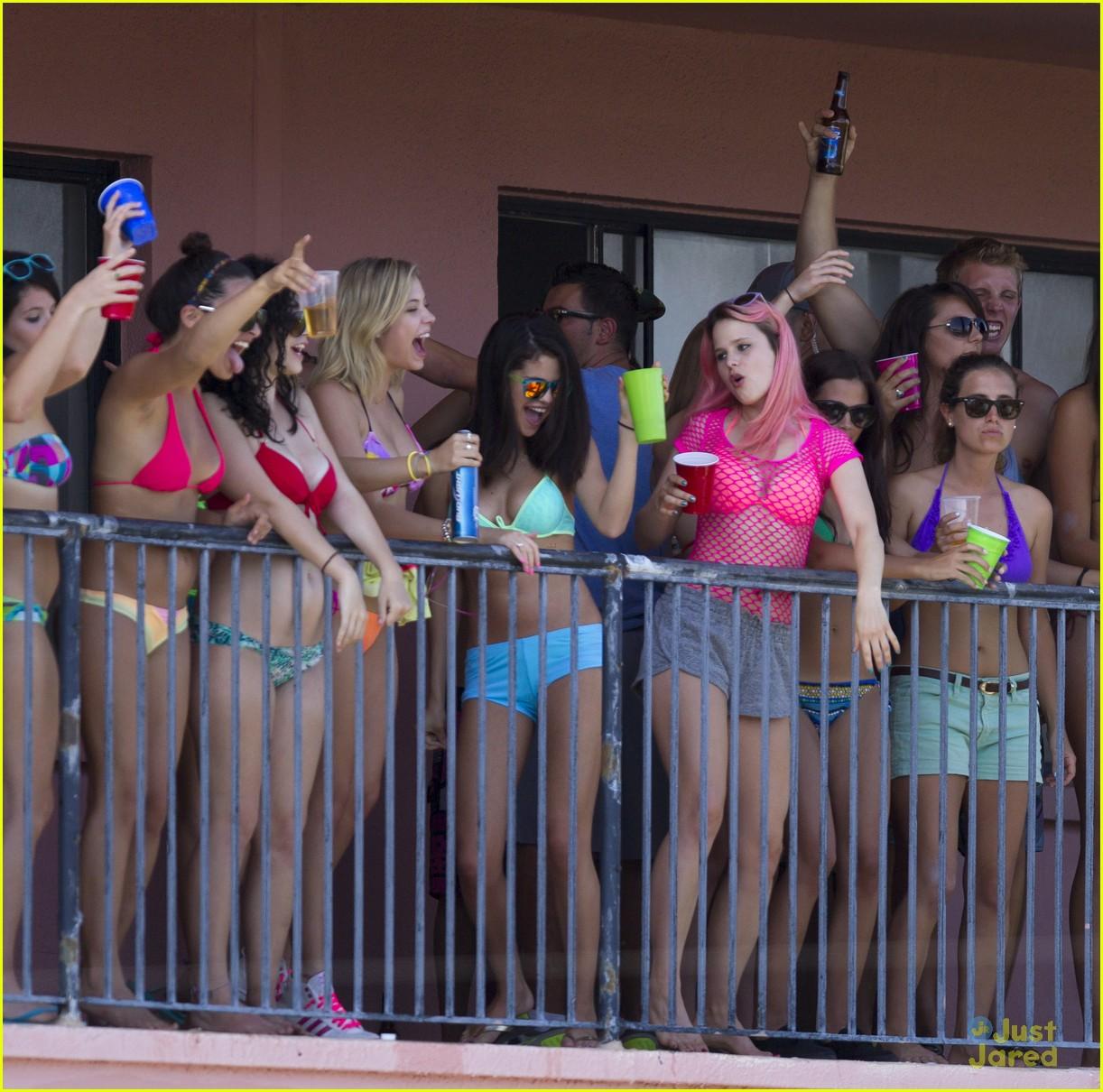 selena gomez spring breakers balcony 04