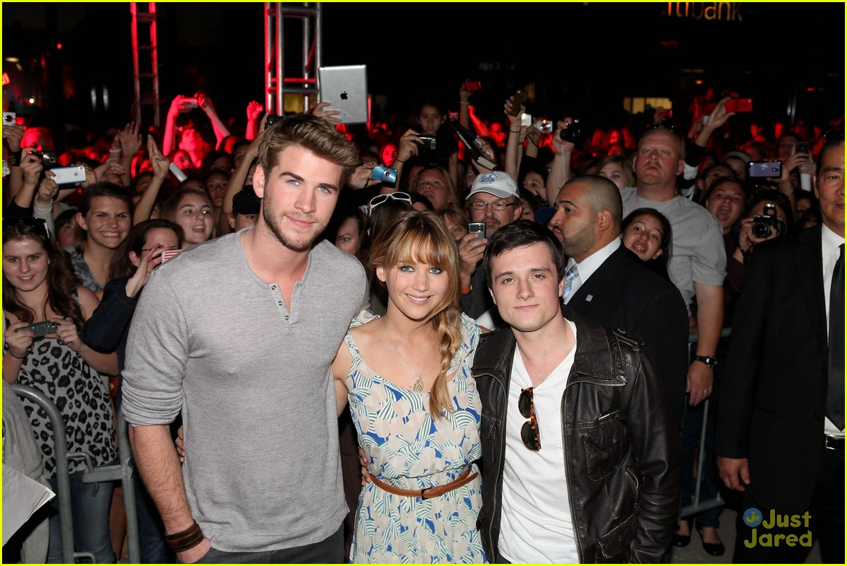 jennifer liam josh mall tour thg 09