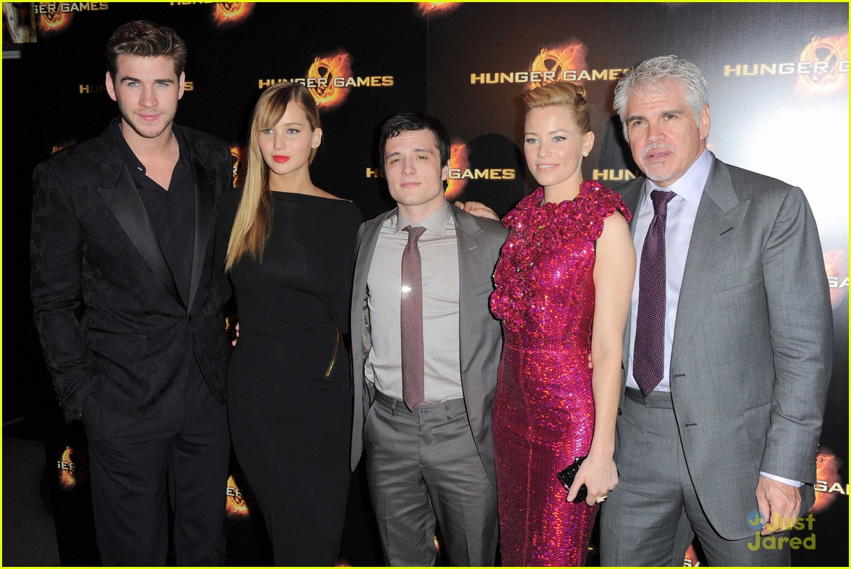 j lawrence hunger games paris premiere 16