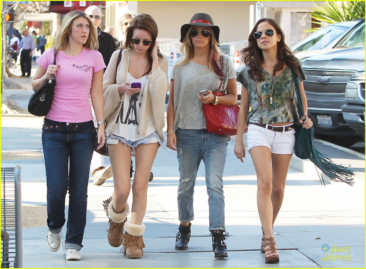 ashley tisdale sm shopping 01