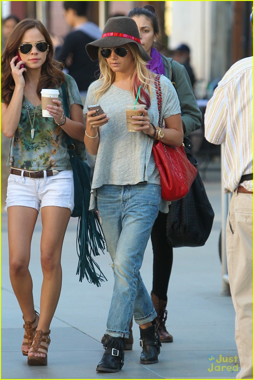 ashley tisdale sm shopping 07