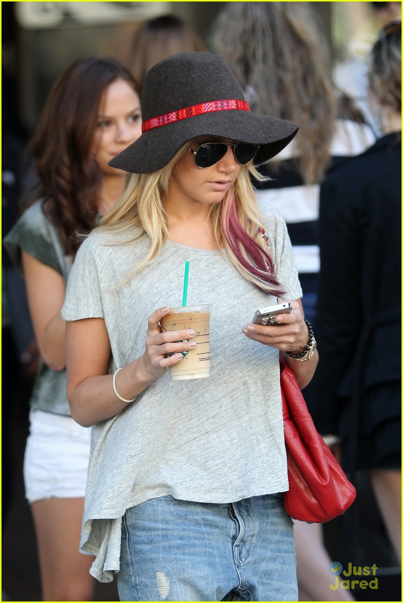 ashley tisdale sm shopping 17