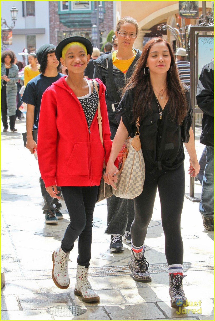 willow smith stella hudgens grove 04