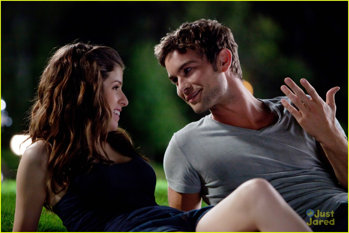 anna kendrick chace crawford expecting 01