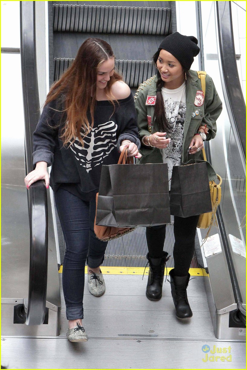 brenda song shopping mall 05