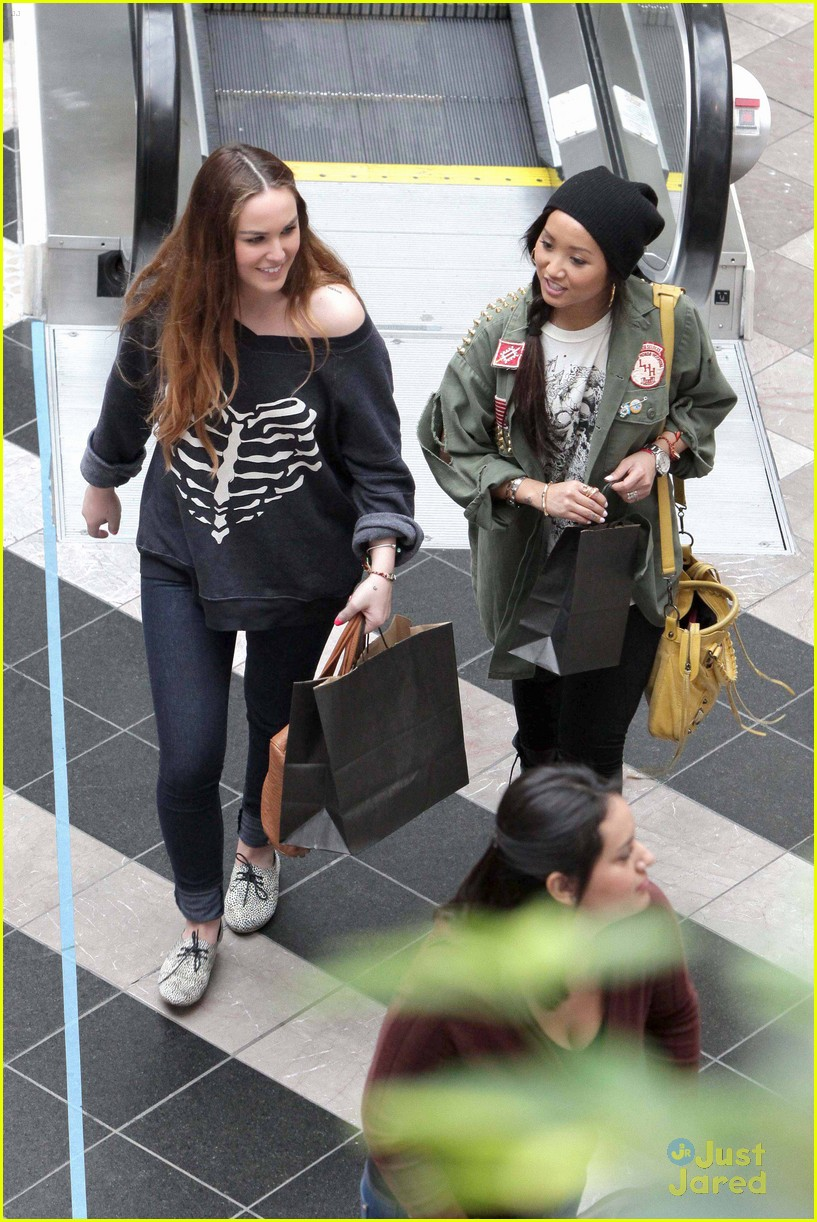 brenda song shopping mall 09
