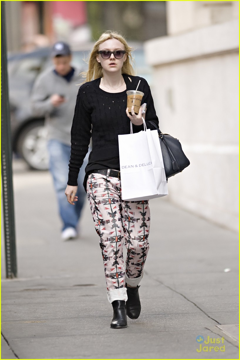 dakota fanning tribal pants 01