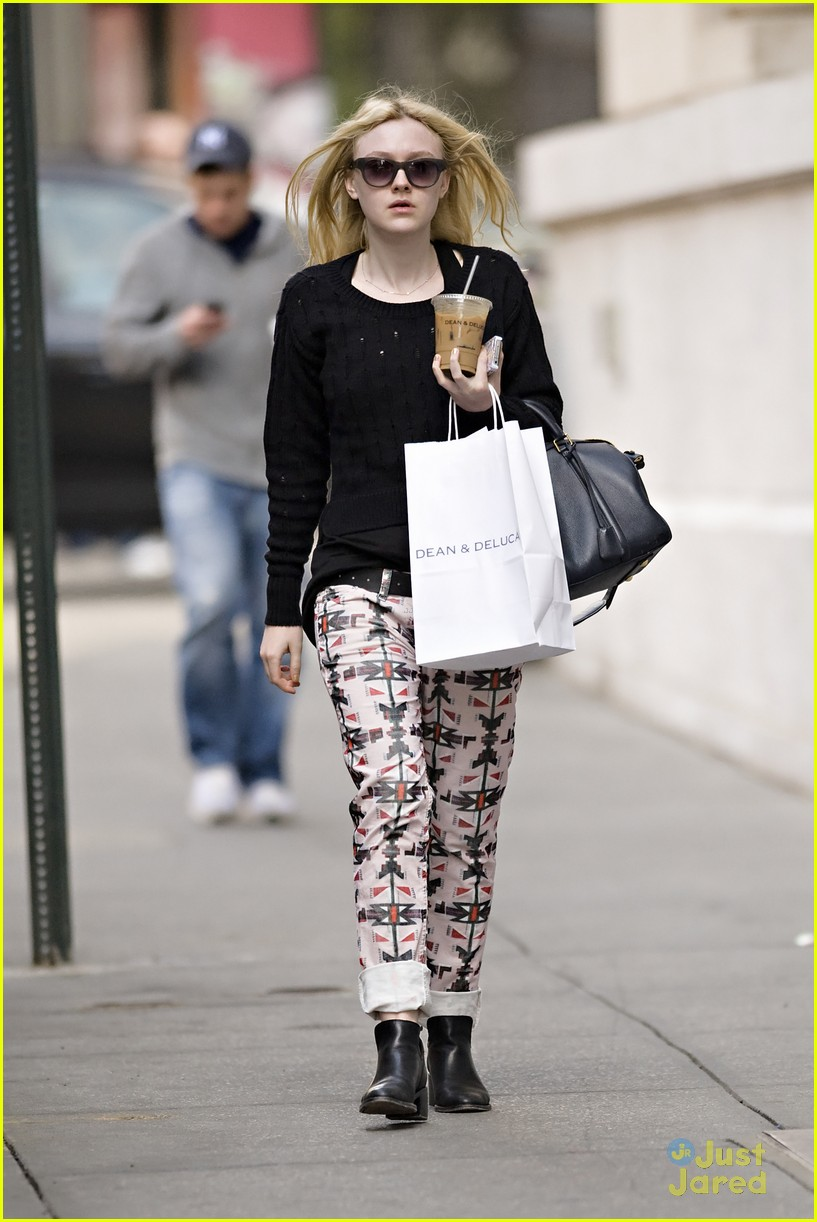 dakota fanning tribal pants 03