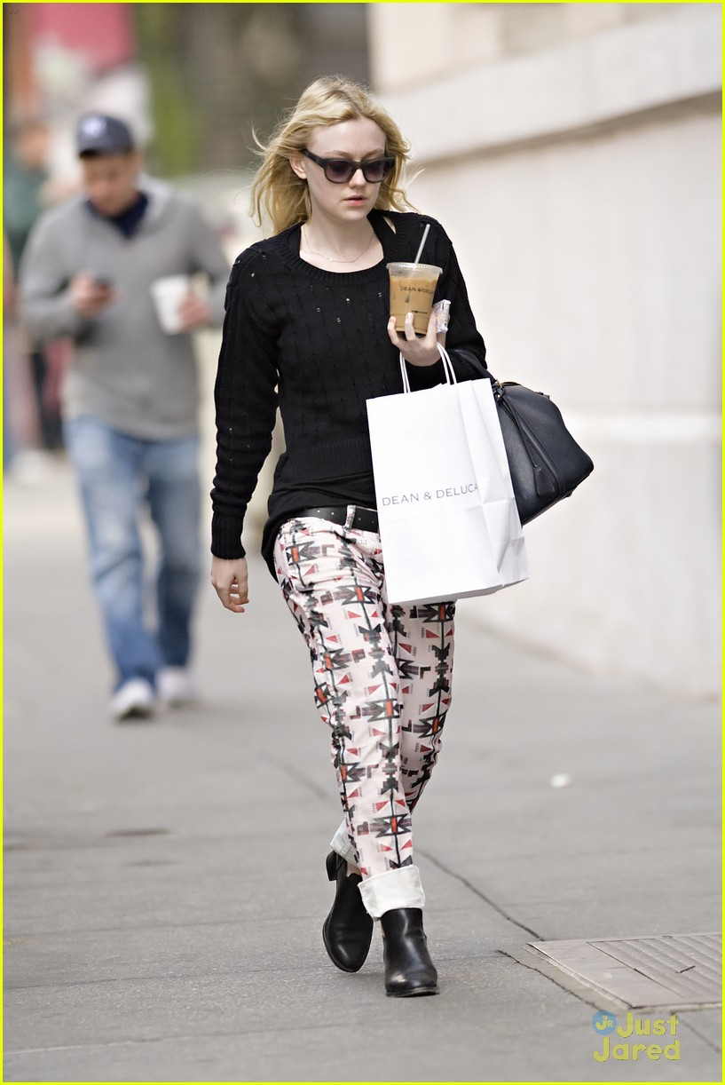 dakota fanning tribal pants 05