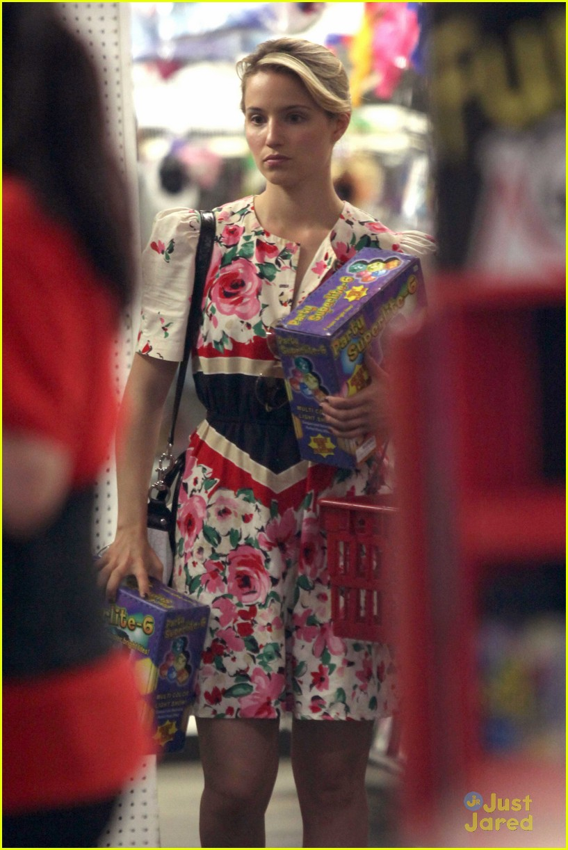 dianna agron party store 05