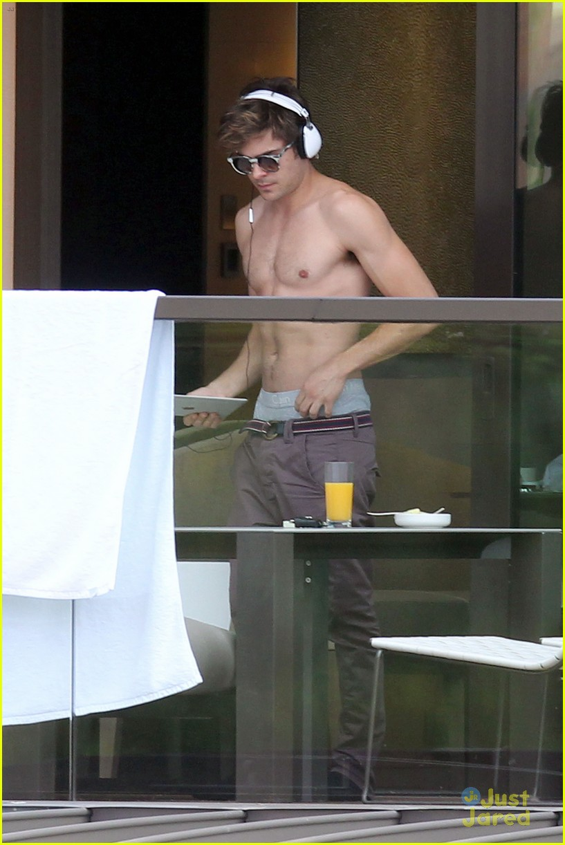 zac efron shirtless in sydney 04